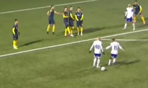 Футболисты «Тараза» не поделили между собой мяч и получили по желтой. Видео смешного эпизода