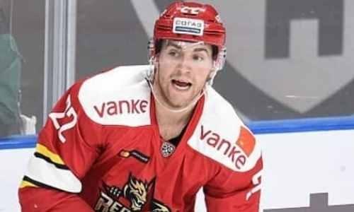 Лидер конференции «Барыса» в КХЛ переманил канадского защитника у одного из конкурентов
