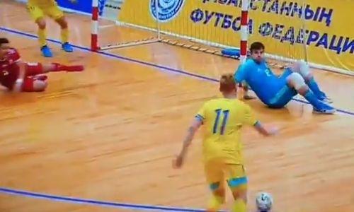 Сборная Казахстана уничтожает Венгрию после первого тайма матча отбора на ЕВРО-2022 по футзалу. Видео