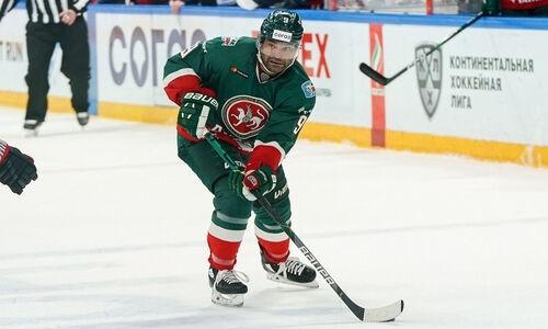 Нападающий сборной Казахстана забил шайбу и принес своему клубу шестую победу в КХЛ подряд. Видео