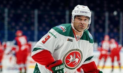 «Он в горящей форме». Форвард сборной Казахстана высказался о снайперской гонке КХЛ