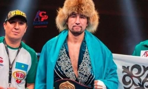 Казахстанец Айдос Ербосынулы заставил сдаться непобежденного нокаутера в бою за титулы WBC, WBA и WBO