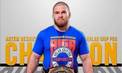 Казахстанец Резников стал победителем турнира по грэпплингу среди профессиональных бойцов