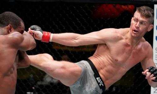 Главный бой турнира UFC закончился разгромом в пользу травмированного файтера. Видео