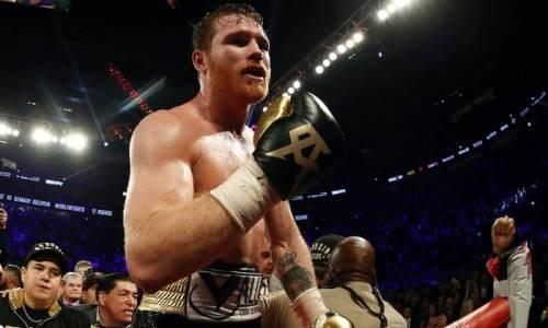 «Канело» разгромил Смита и завоевал титулы чемпиона мира по версиям WBA и WBC