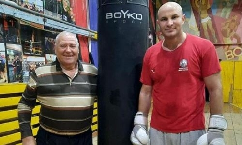Казахстанский супертяж с девятью нокаутами показал видео подготовки к возвращению на ринг