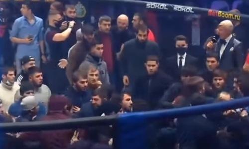 «Не позорьте Москву и промоушн!». Появилось видео массовой драки Исмаилова и Минеева во время турнира Fight Nights Global