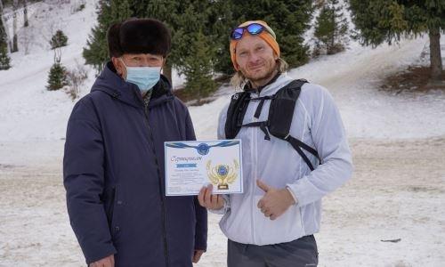 Алматинец устроил рекордный шестичасовой забег на «лестницу здоровья» на Медео