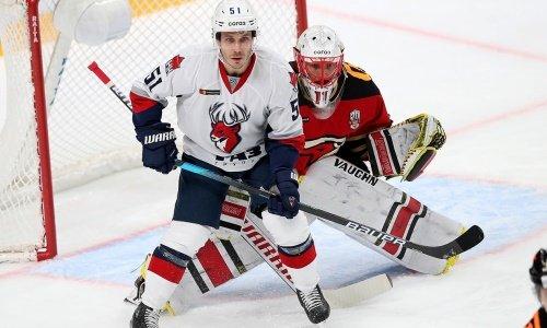 «Авангард» дважды пропустил в большинстве от конкурента «Барыса» за место в плей-офф КХЛ. Видео