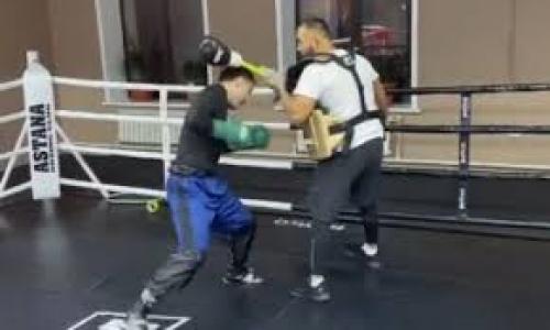 «Ждите хороших новостей». Казахстанский боксер с титулом WBA продолжает подготовку к возвращению на ринг. Видео