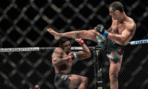 Автора лучшего нокаута 2020 года сенсационно вырубили ударом ногой на турнире UFC. Видео
