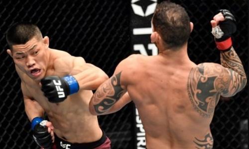 Боец UFC вернулся в клетку спустя два года и сенсационно проиграл нокаутом. Видео