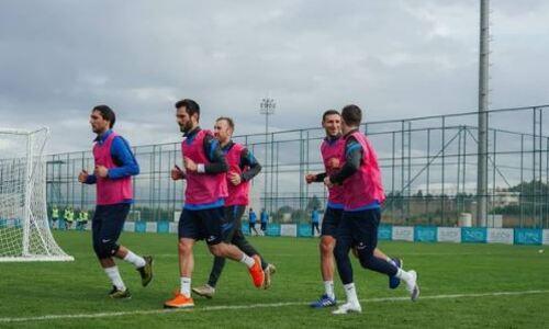 Футболисты сборной Казахстана прошли посвящение коридором новичков в клубе РПЛ. Видео