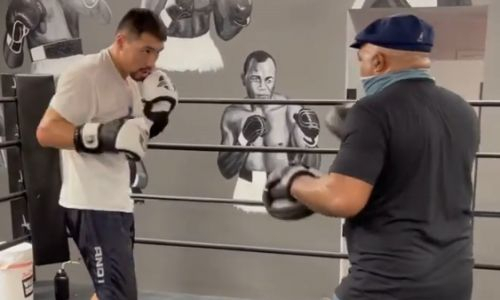 Тренер Жанибека Алимханулы опубликовал видео их работы на лапах в ринге