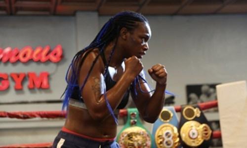 Бросавшая вызов Головкину чемпионка объединит пояса, а потом дебютирует в MMA