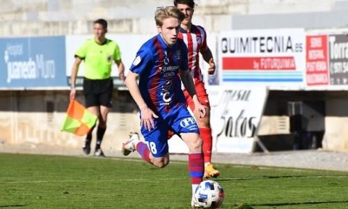 Испанский клуб казахстанского футболиста минимально уступил лидеру чемпионата