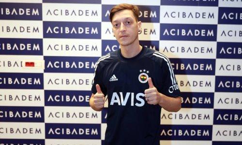 Европейский клуб казахстанского футболиста официально подписал Месута Озила