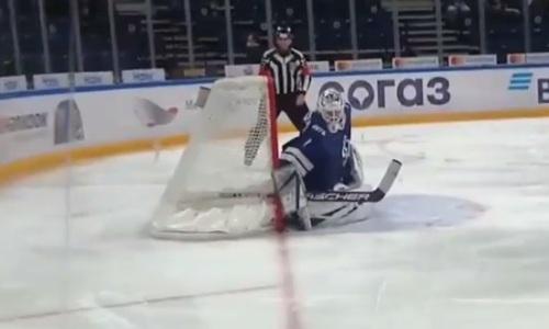 «Она проходит сквозь ворота». «Барыс» забросил шайбу-привидение в матче КХЛ. Видео