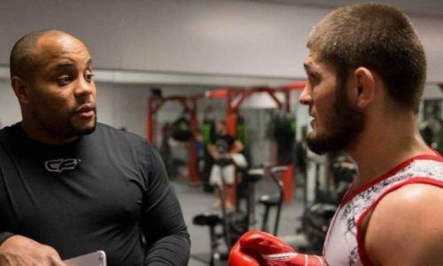 «Это может вернуть его». Кормье раскрыл условие возобновления Хабибом карьеры в UFC