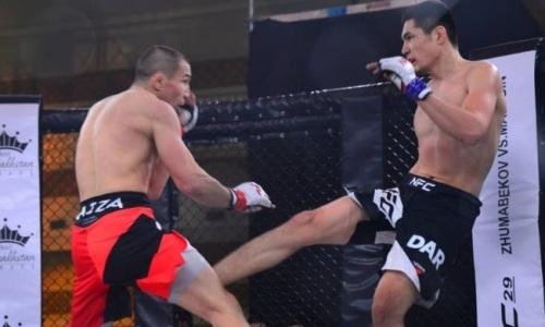 Два казахстанских файтера зарубились в главном бою вечера за чемпионский пояс