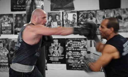 «Может не будем трогать его зад?» Казахстанский супертяж с юмором ответил на вопросы о возвращении на ринг и бое с Джошуа