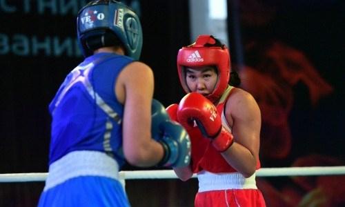 Казахстанские спортсменки выступают на международном турнире в Венгрии