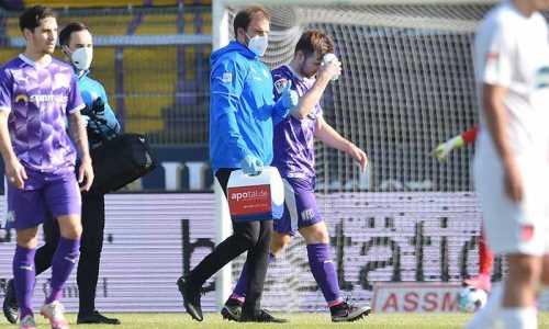 Играющий в Европе казахстанский футболист получил перелом в матче чемпионата