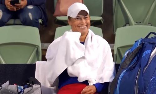 «Просто цирк. Шапито». Казахстанская теннисистка устроила громкий скандал на турнире в Аделаиде. Видео