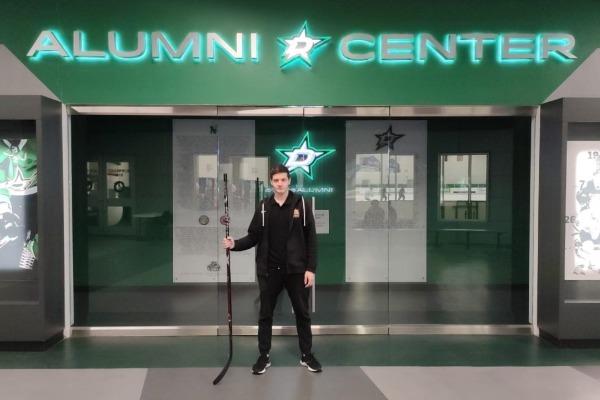 «Мечтаю играть в НХЛ». 16-летний хоккеист из Казахстана выступает в Америке за две команды и болеет из-за океана за «Барыс»