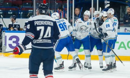 «Игра была абсолютно безобразной». Хоккейный обозреватель из России нашел виновных в первом поражении «Барыса» в плей-офф КХЛ