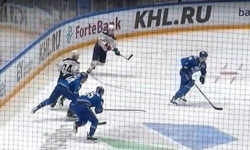 Хоккеисты «Барыса» дважды ошиблись и помогли «Металлургу» вернуться в игру. Видео