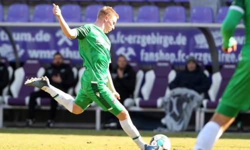 Футболист с казахстанскими корнями дальним выстрелом забил гол в Германии. Видео