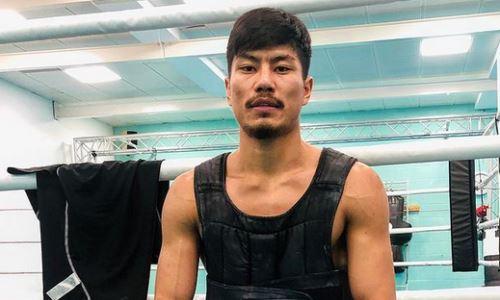 Непобежденный казахстанский боксер с титулом WBC продолжает тренировки. Видео