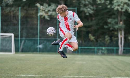 «Поиграл против Харистеаса и Айлтона». Бывший казахстанский футболист вырастил в Германии талантливого сына, который выступает в Юношеской Лиге Чемпионов и выбрал себе сборную