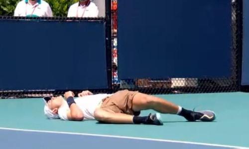Британский теннисист потерял сознание в матче с Кукушкиным на турнире в Майами. Видео