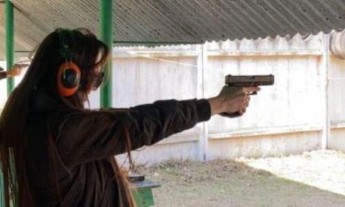 Сабина Алтынбекова показала владение оружием и удостоилась сравнения с легендарной казахстанкой. Видео
