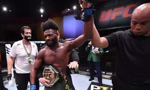 Чемпион UFC обратился к обидчику Сергея Морозова