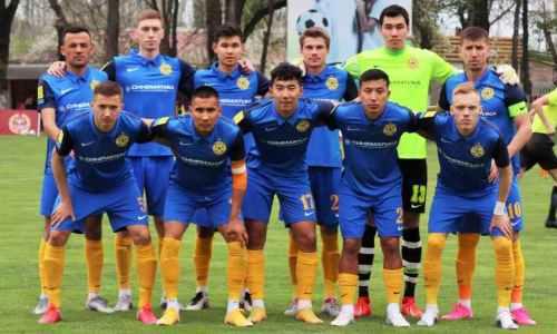 Зарубежный клуб с казахстанским футболистом в составе не удержал победу в матче с двумя удалениями