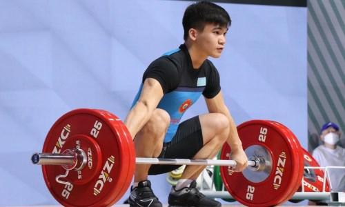 Казахстанец занял промежуточное первое место на ЧА-2021 по тяжелой атлетике
