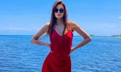 «Самая шикарная девушка в Казахстане». Сабина Алтынбекова вновь порадовала своими роскошными фото с отпуска