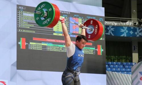 Казахстанский тяжелоатлет выиграл «серебро» на чемпионате Азии в Ташкенте