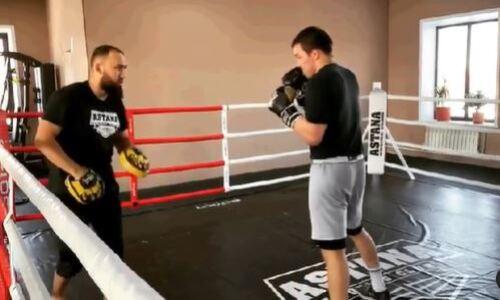 Казахстанский борец вольного стиля подписал контракт с MMA промоушном и начал подготовку к дебюту. Видео