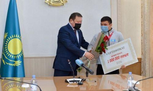 Чемпиону Азии подарили миллион тенге