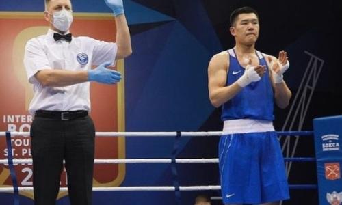 Чемпион мира из Казахстана отправил россиянина в нокдаун и стал победителем турнира в Санкт-Петербурге. Видео