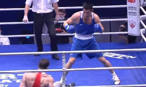 Видео полного боя за «золото» c мощным нокдауном россиянина чемпионом мира из Казахстана