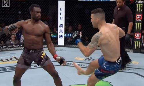 Экс-чемпион UFC на 17-й секунде боя сломал ногу страшным ударом. Видео