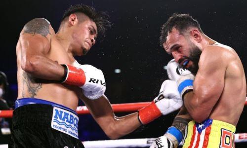 Главный бой вечера бокса в США с нокдаунами и штрафом завершился нокаутом от чемпиона мира. Видео