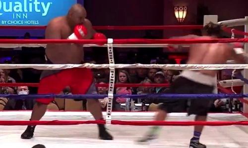 175-килограммовый супертяж нокаутировал дебютанта в первом же раунде. Видео