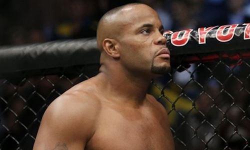 «Буду его истязать». Экс-чемпион UFC назвал условие боя со звездным блогером
