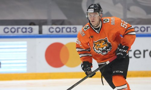 Клуб конференции «Барыса» в КХЛ продлил контракты с двумя защитниками